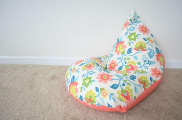 Você pode fazer puff de tecido para quarto infantil para deixar a sua criança mais confortável em seus momentos de leitura ou de descanso. ...