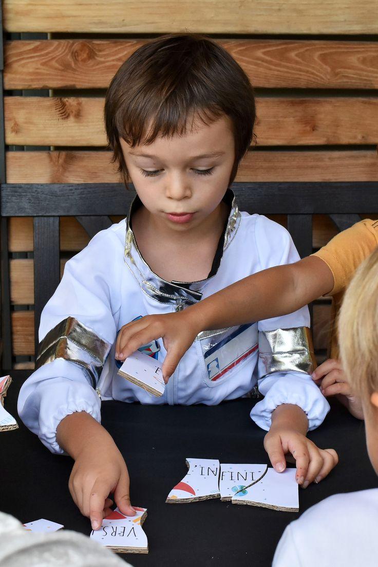 Comment organiser un anniversaire astronaute pour votre enfant ? Scénario, matériel, activités, jeux et printables pour organsier sa fête d'anniversaire.