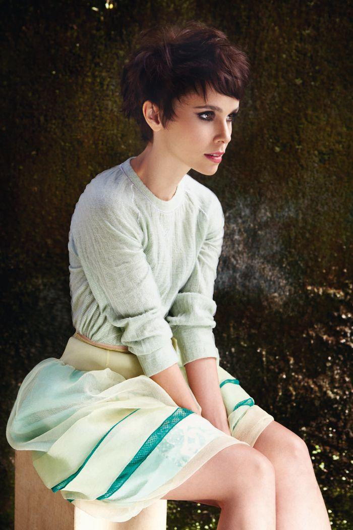 Soft minty hues (and great hair). (Débora Falabella / Marie Claire / Fábio Bartelt)
