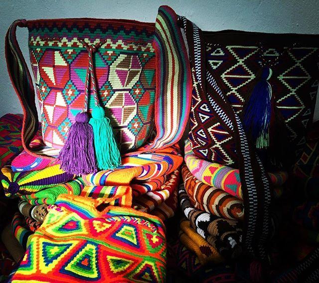 Mochilas wayüu de un hilo.  pidelas al 3012347716 #MochilasWayuu #mochila #mochilas #guajira #artesanias #paisajes #artesanias #bogota #medellin #cali #pasto #armenia #tulua #villavicencio #barranquilla #tattoo #cordoba #sincelejo #monteria #antioquia