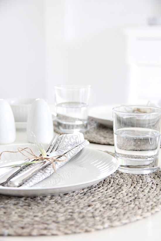 41 best yom kippur white tablescapes images on pinterest for Simple table setting