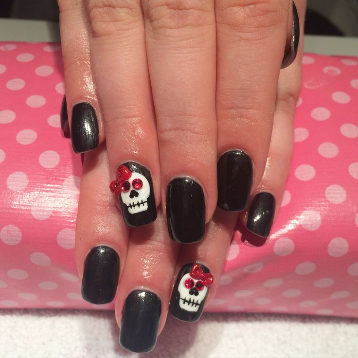 Hand made acrylics bow with hand painted skulls, and Swarovski crystals over acrylic nails done by Trine Fajardo at California Nails & Beauty Lounge #nails #negler #shellac #ghost #halloween #halloweennails #halloweenmakeup #halloweenmua #nailart #naildesigns #californianails #stavanger #norge #norway #mua #makeup #spider #spidernails #spiderweb #skullnails #skull #swarovski #swarovskicrystals