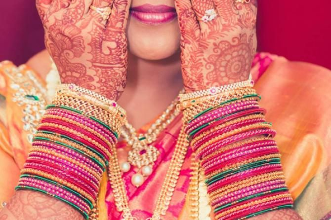 Bangles are one of the many beautiful things closely tied to the Indian culture. #World #Culture #India