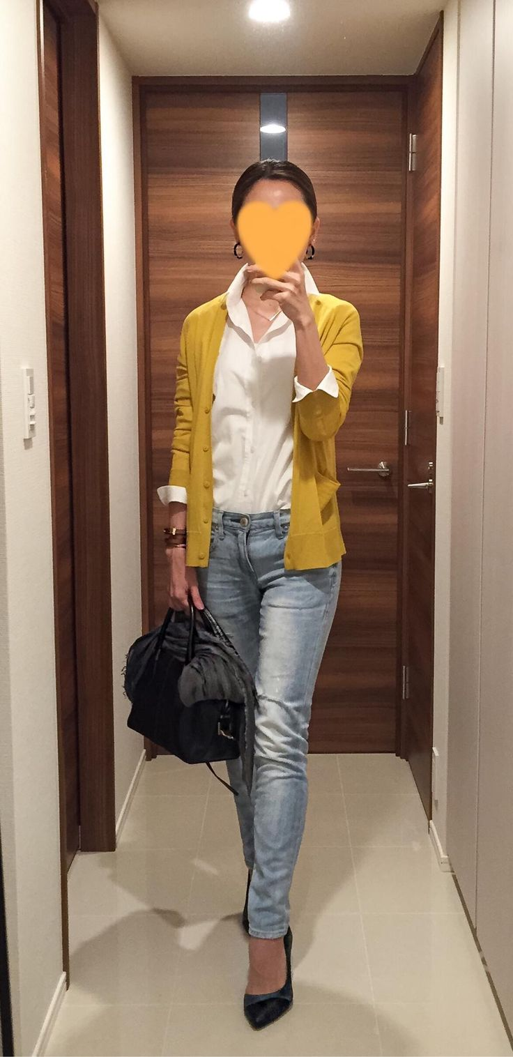 Yellow cardigan: COS, White shirt: martinique, Denim: Red Card, Bag: Tod's, Green pumps: COLE HAAN