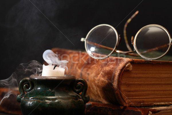 Stock fotó: Befejezett · régi · könyv · olvas · klasszikus · csendélet · szemüveg