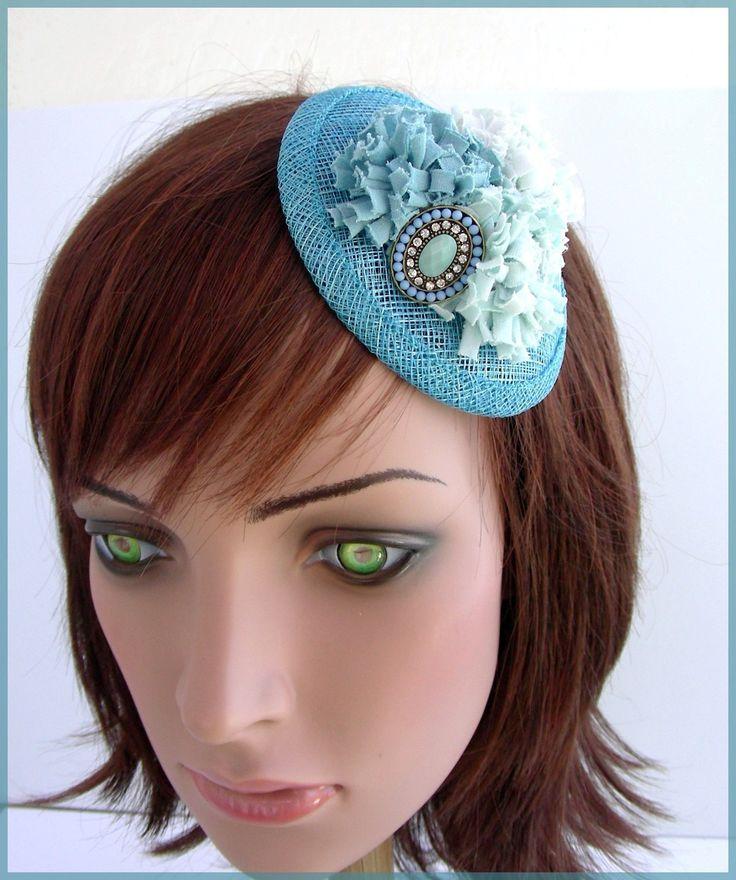 Adorable Bibi/Mini chapeau de cocktail, Sisal Bleu-Turquoise, fleurs et broche - Mariage cérémonie.... : Chapeau, bonnet par ladyplazza