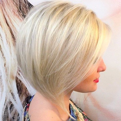 Platinum Blonde Bob | For more style inspiration visit 40plusstyle.com