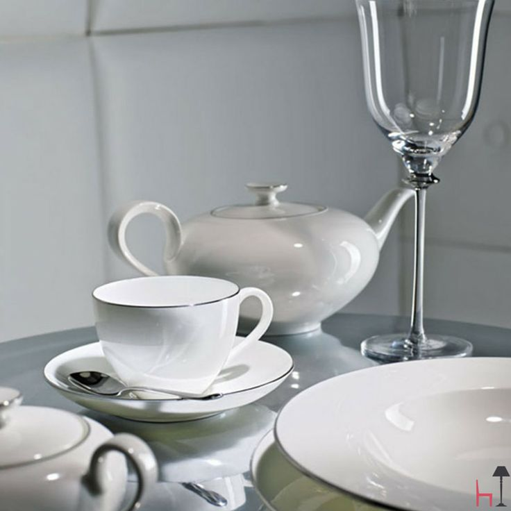 The whiteness of the porcelain characterizes the coffee cups Amnut platinum collection by Villeroy & Boch.