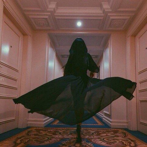 I tore through those ornate halls. My dress was flowing behind me. I ran. I was never going to return. @faddishfashion