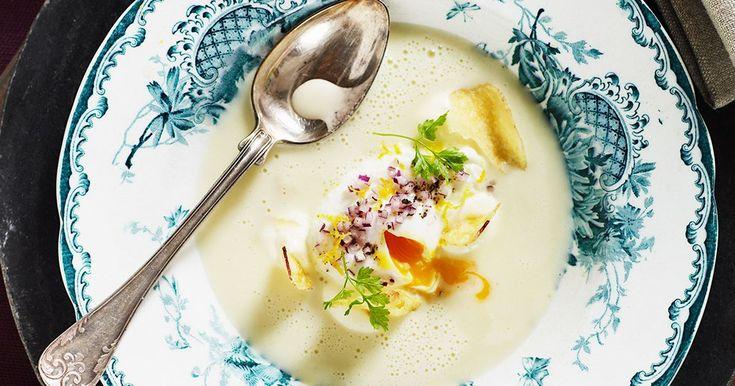 Skummig potatissoppa med pocherat ägg - Recept | Arla