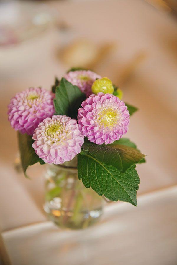 pink dahlias // photo: nina milani http://weddingwonderland.it/2015/03/matrimonio-fucsia-torino.html