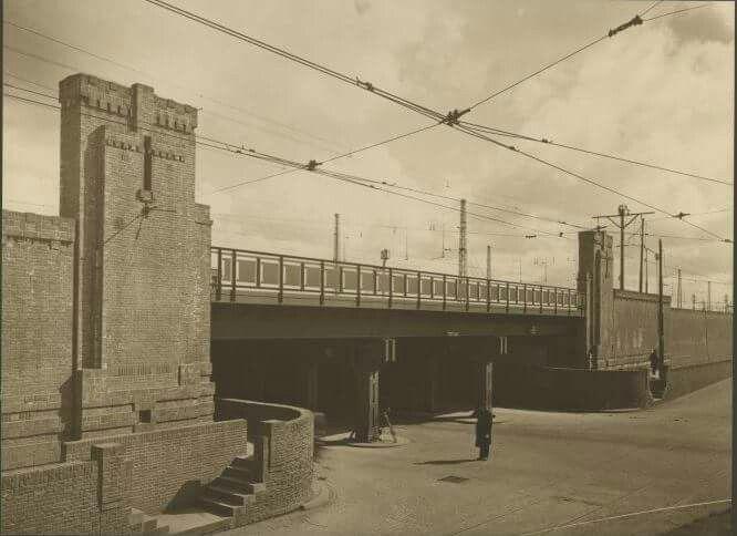 1930, Parallelweg, viaduct.