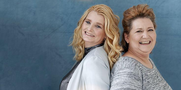 """Ellie Vroomen (57) en Madelene van Doorn (50) beheren een pagina, waaropmensen die in de bijstand zitten worden geholpen met spullen, diensten en eten.  Ellie: """"'Heeft er iemand nog wat meubels en eten voor een gezin dat in de schuldsanering is geraakt?' Dat was het oproepje dat ik een paar jaar geleden op mijn…"""