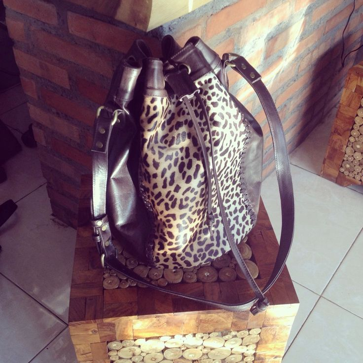 Available to order cow leather travel bag with leopard pattern cow hide combination long strap available to make long and short and pocket inside. please contact me at email : thebalileather@gmail.com whatsapp : +6281236099118 Also check our site www.thebalileather.com  #softleather #leatherbag #womanbags #girlsinleather #ladyfashions #bagmaker #fashion #girlsinleather #cutommade #goodquality #handmade #model #womanfashion #leatherwork #leathergoods #Leathershopinbali #leathe