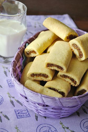 Baker's corner...somewhere in my kitchen: Mini Strudels with Dried Figs