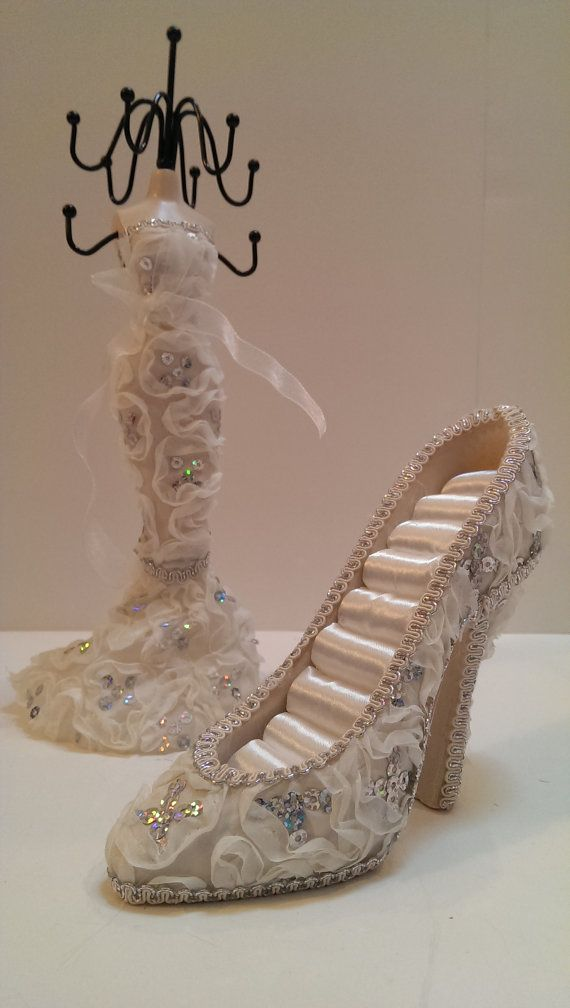 High Heel Shoe Ring Holder / Jewelry Stand - Fancy Ivory, Silver Sequins