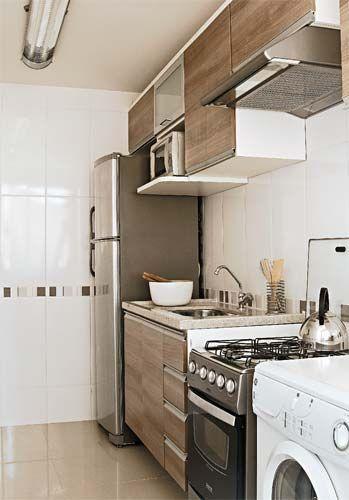 cozinha de ape com armarios em tom de madeira