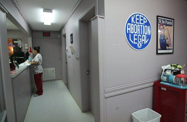 La Caja de Pandora: Clínicas de aborto de Texas rechazan ley que oblig...