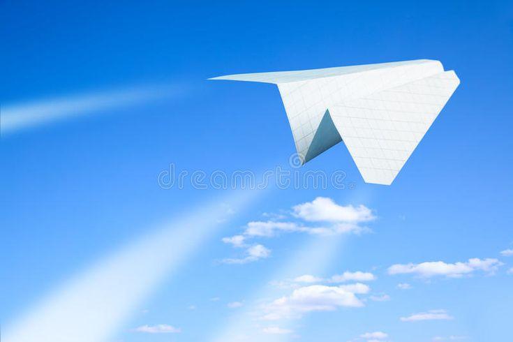 Papierflieger. Fliegend. Himmel und Wolken im Hintergrund, #Aff, #Fliegen, #Flugzeug, # … – Business Vector Stock Photos