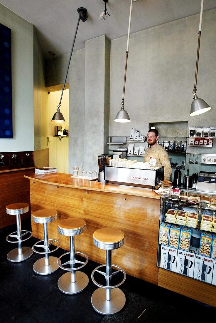 Java Kaffebar på St. Hanshaugen - mitt første møte med KAFFE - med store bokstaver. Dette er et lite, men verdig sted med ansatte som gjør sitt absolutt ytterste for at nettopp du skal få ditt livs kaffeopplevelse