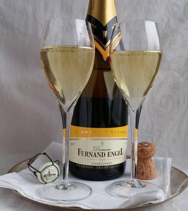 Mainio skumppa vapuksi. Ferdinand Engel cremant d'Alsace.  #skumppa#vappu#kuohuviini #viini#wines#winelover#winegeek#instawine#winetime#wein#vin#winepic#wine#wineporn herkkusuu #lasissa #Herkkusuunlautasella
