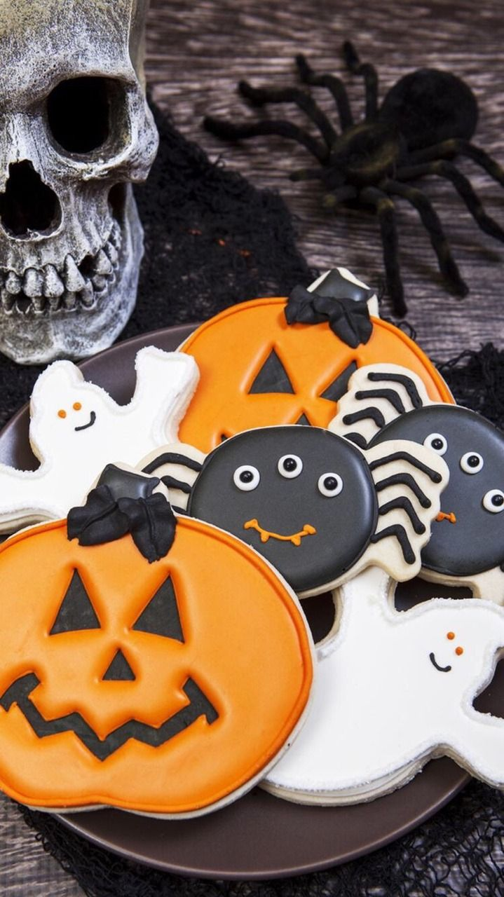 17 best HALLOWEEN COOKIES THE GRINNING RAVEN images - Halloween Decorated Cookies