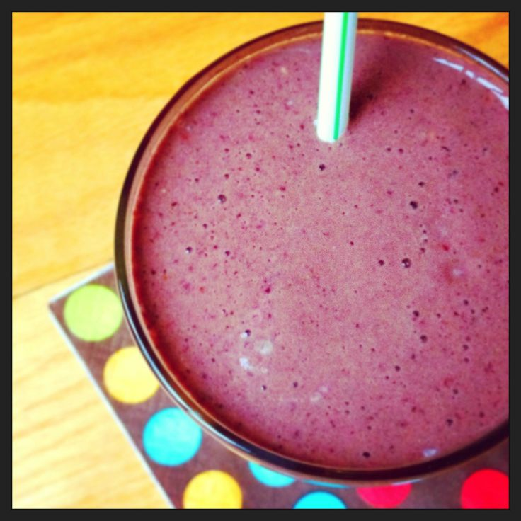 Berry Spinach Protein Smoothie - long lasting energy until lunch.