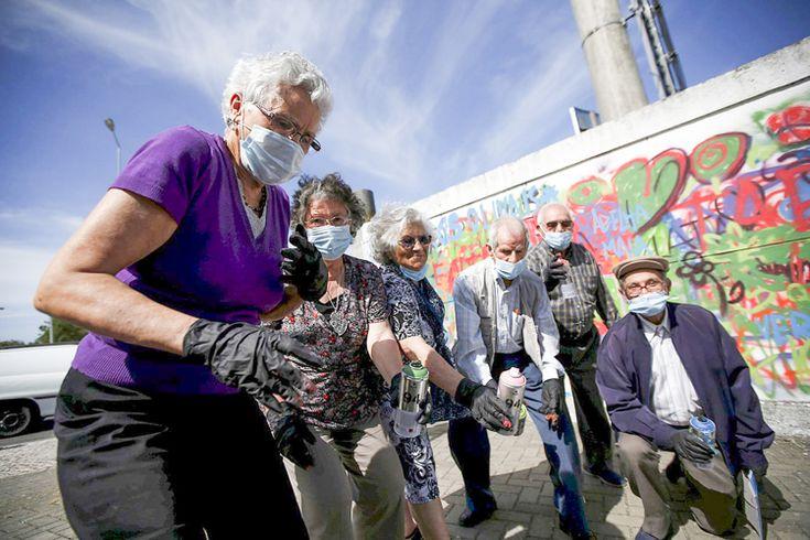 «Социально-ответственное» граффити: история о том, как лиссабонские райтеры «вооружили» аэрозольными баллончиками местных пенсионеров и приобщили их к курсам стрит-арта на постоянной основе.