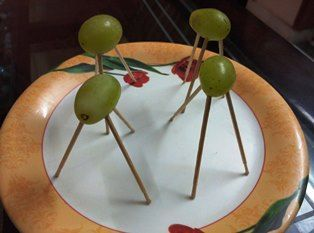 One minute game in which players have to make maximum grape tripods using toothpicks.