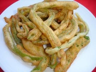 """Little fish from the garden""    [green beans portuguese tempura' style]- Peixinhos da horta!"