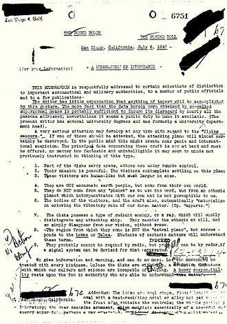 FBI(米連邦捜査局)が、自らのウェブサイトで公開している機密指定解除文書が話題だ。かつて地球上にやってきたUFOとその乗組員のエイリアンは、遠い星からやって来たのではなく、別次元から来たというのである。 ■機密指定が解除された1947年の「重要メモ」とは?  CIAやペンタゴン(米国防総省)の機…