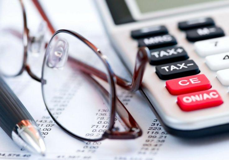Vous aimeriez payer moins d'impôt? Différents moyens tout à fait légaux peuvent vous permettre de réduire votre facture. En voici huit!