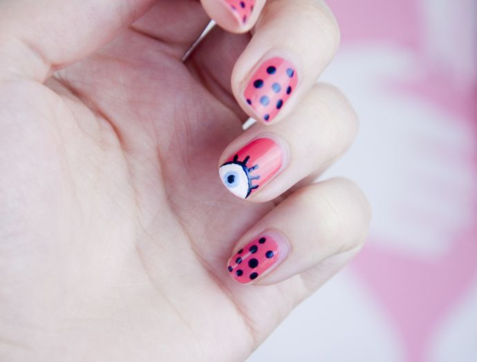 Eye print on your nails!