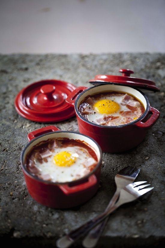 Oeufs cocotte au coulis de tomate et jambon