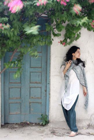 http://shoestringstyle.wordpress.com/2012/04/25/the-back-lanes-of-delhi-and-a-75-rupee-kurti/?relatedposts_exclude=1496