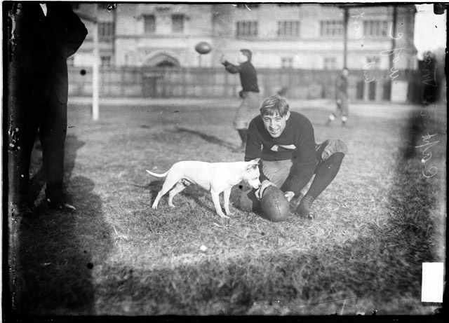 University of Chicago football team captain, Marshall 1907, colección C.H.