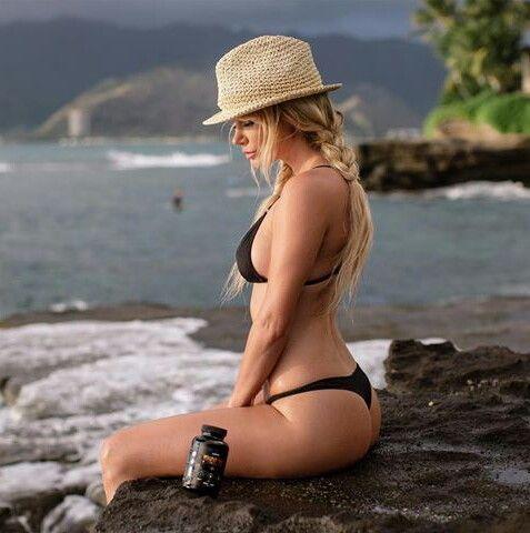 She's always looks hot in bikini , sara Underwood