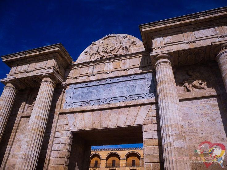 Puerta del Puente. Córdoba, Andalucía, España.