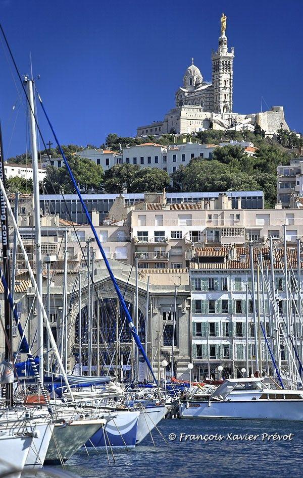 Marseille le vieux port et Notre Dame de La Garde, La Bonne Mère  - Photographe : François-Xavier PRÉVOT http://www.photographe-marseille.eu