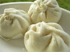 07 - HISTORIA - Por el contrario, los productos basados en trigo que incluyen la pasta y los panecillos al vapor  son predominantes en el norte de China donde el arroz no es tan dominante en los platos.