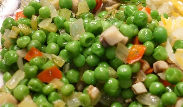 Mennonite Girls Can Cook: Peas with Celery