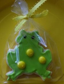Cute and tasty frog sugar cookies. Perfect for a swamp or fishing party.