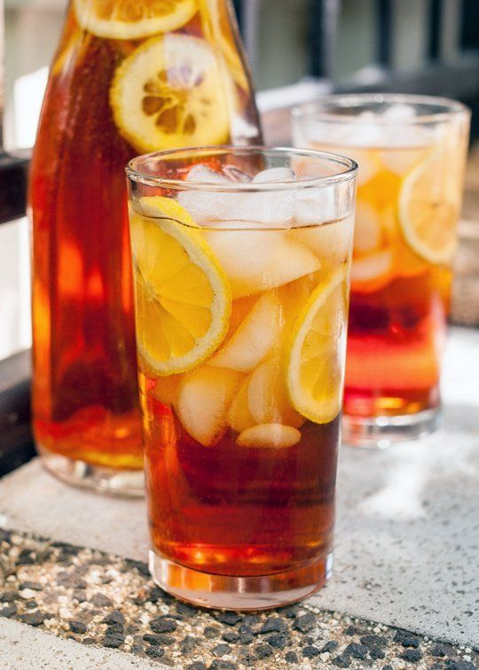 How To Make Southern Sweet Tea http://www.thekitchn.com/how-to-make-sweet-tea-cooking-lessons-from-the-kitchn-94457