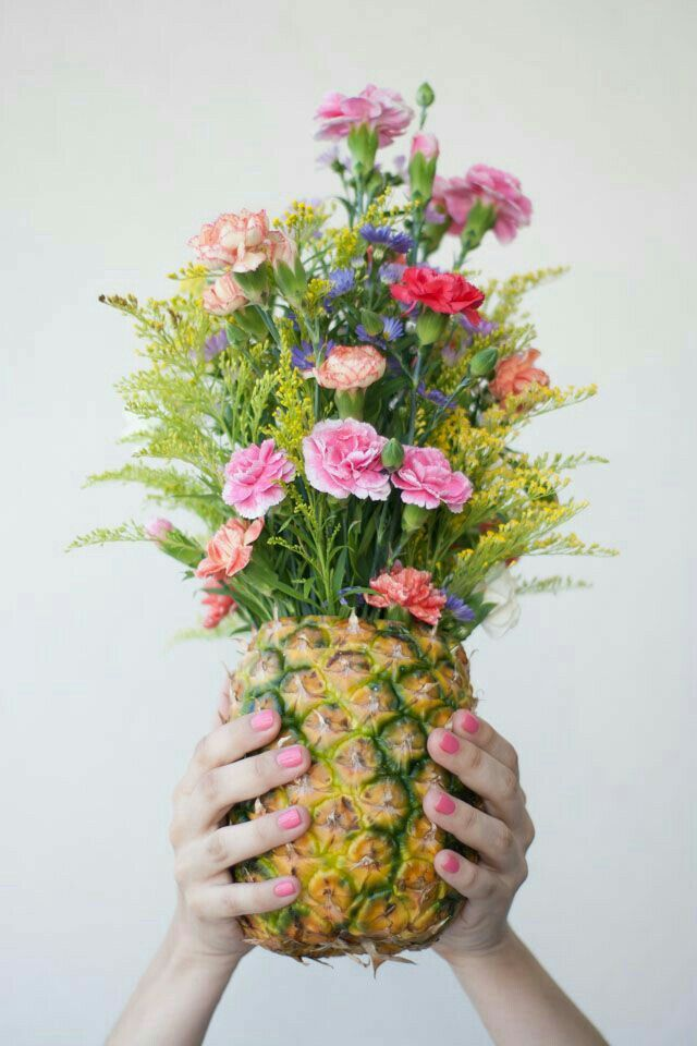 DIY Pineapple as Vase beautiful arrangement