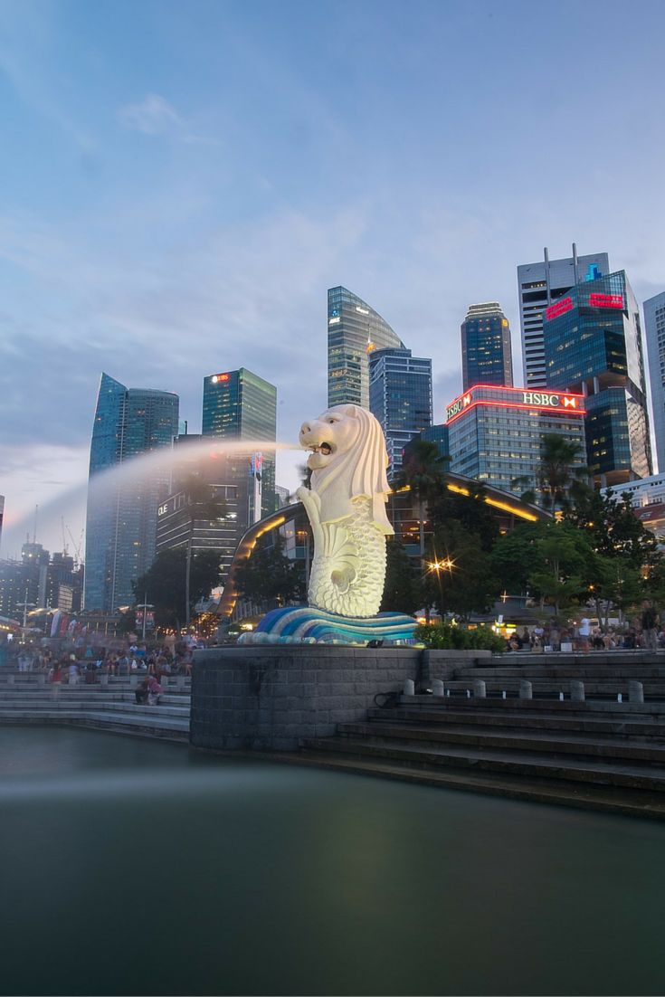 Merlion Park, Singapore. The icon of Singapore's economic rise. If you are looking for travel packages in Singapore, visit our site, www.tripovo.com