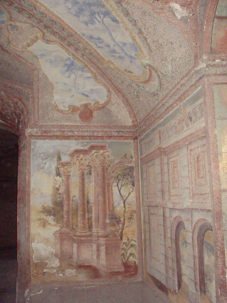 Ploskovice,Josef Navrátil - v Salla Terena(z italštiny, oblíbená(zejména v barokním a renesančním) velká palácová hala (přízemní sál) obvykle otevřená jednou stěnou s arkádami do zahrady)