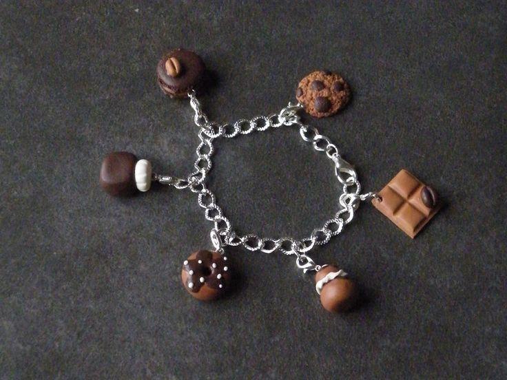 Bracelet chaîne et ces 6 breloques chocolat en fimo : Bracelet par jl-bijoux-creation