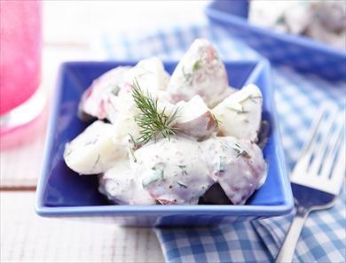 Salade de pommes de terre à la crème sure et à l'aneth