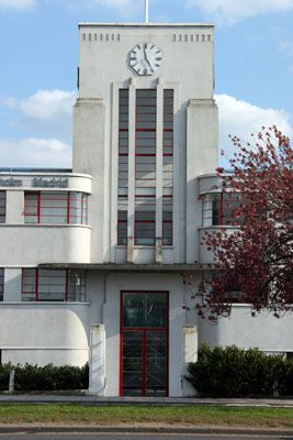 Art Deco - J C Decaux entrance, The Great West Road