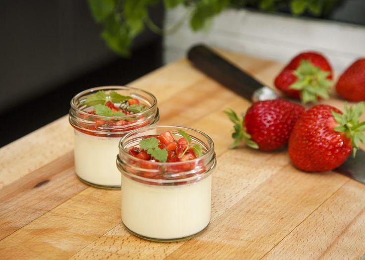 Panna cotta med jordbær-salsa